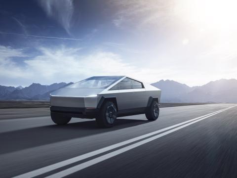 Tesla Cybertruck en carretera